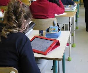 La commission scolaire des Premières-Seigneuries soutient que l'école secondaire Le Sommet n'exige pas l'acquisition d'un iPad puisque la location est possible.