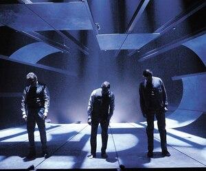 Les acteurs Martin Drainville, Patrice Dubois et Bruno Marcil, qui interprètent trois Thomas Harding, qui n'ont pas de lien entre eux, créent avec leurs mouvements et leurs déplacements, une mise en scène efficace et inventive.