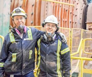 André Drouin et son fils Marc-Étienne à la mine du Mont-Wright, à Fermont.