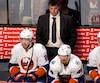 En 482 matchs derrière le banc des Islanders, Jack Capuano a compilé une fiche de 227 victoires, 191 défaites et 64 défaites en surtemps.