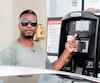 Pierre-André Charles songe sérieusement à se convertir à l'électricité après avoir payé 85,50$pour faire le plein d'essence de son Acura TL, hier, à Montréal.
