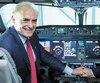 Calin Rovinescu, PDG d'Air Canada (à gauche), et son homologue de Bombardier, Alain Bellemare.