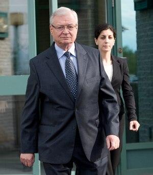Les enquêteurs se penchent notamment sur le rôle des avocats Pierre L. Lambert et Robert Talbot dans le stratagème qui aurait permis au clan de l'ex-maire Gilles Vaillancourt de cacher des millions $ en Suisse.