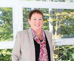 Sylvie Hortie a vendu sa maison de Montréal pour en faire construire une à Val-David dans la région des Laurentides. Elle s'est aussi relancée dans la vente, mais cette fois par télétravail.