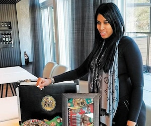Simone God a accepté deposer notamment avec la ceinture WBC de son conjoint Adonis Stevenson.