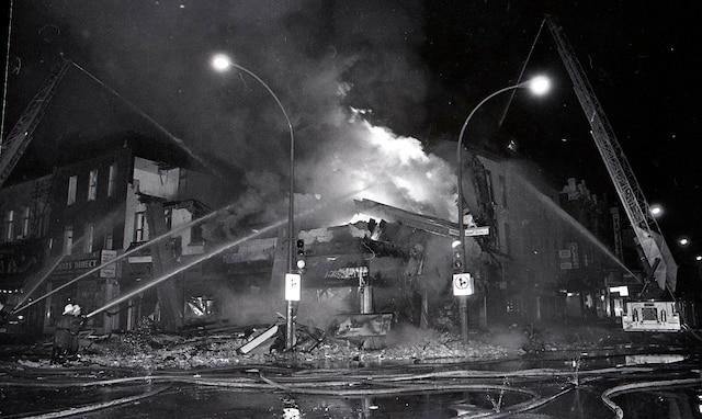 2. Le premier gros incendie à s'être déclaré, le 31 octobre, était à l'angle des rues Papineau et Mont-Royal.