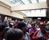 Des clients d'exo sont épuisés par les trains de banlieue, qui enregistrent une fois de plus un épisode d'importants retards ce mois-ci, au point de les condamner à prendre le transport avec d'autres utilisateurs, serrés comme des sardines, à la Gare Centrale de Montréal ou dans les voitures du transport en question.