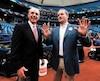 Le propriétaire des Rays de Tampa Bay Stuart Sternberg (à droite) en pleine conversation avec le commissaire du baseball majeur, Rob Manfred, avant un match au Tropicana Field en avril 2016.