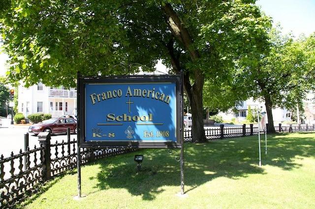 Dans les années50, l'école Franco-American a arrêté d'enseigner en français.