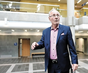 Accusé de s'être placé en situation de conflit d'intérêts, le maire de L'Ancienne- Lorette, Émile Loranger, s'est présenté au palais de justice de Québec avec son avocat, hier, afin d'enregistrer un plaidoyer de culpabilité pour divers manquements à l'éthique.