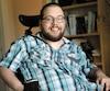 Tristan Bouchard, qui est atteint de paralysie celebrale, veut devenir humoriste.