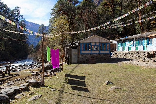 Pause dans une maison de thé vers un sommet du Langtang.