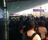 Des voyageurs ont dû attendre plusieurs heures pour passer les douanes à leur arrivée à l'aéroport Pierre-Elliot-Trudeau, mardi après-midi à Montréal.