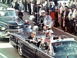 Image principale de l'article 8 théories étranges sur l'assassinat de JFK
