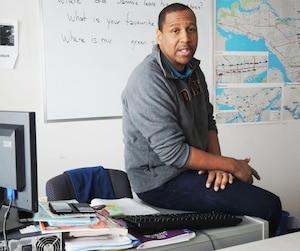 Don Harley Fils-Aimé, directeur de Culture X et SAM X et porte-parole du Regroupement d'intervenants d'origine haïtienne de Montréal-Nord.