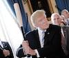 Le président américain, Donald Trump, avait fait réagir cet été en brandissant un bâton de baseball «fabriquée aux États-Unis».