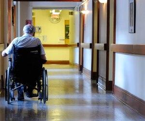 Selon la Fédération de la Santé et des services sociaux, le phénomène des soins au noir est l'indication que le niveau de service est insuffisant. «Le ministère de la Santé dit qu'un bain par semaine c'est suffisant, ça n'a pas d'allure», dit le président.
