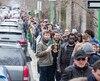 Les Français de la région de Montréal ont fait une file longue de plus d'un kilomètre à Outremont pendant plus de deux heures, samedi, pour réussir à voter au premier tour des élections présidentielles, dont le résultat sera connu dimanche.