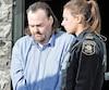 Martin Pouliot à sa sortie de la centrale de police de Québec pour être conduit au palais de justice, le 2 octobre 2017, afin de répondre à des accusations de conduite avec les facultés affaiblies causant des lésions et de conduite dangereuse.