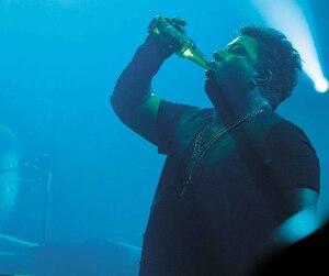 Le rockeur Éric Lapointe a célébré ses 50 ans sur la scène du MTelus de Montréal le 28 septembre dernier lors d'un concert.
