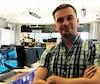 Étienne Chaussoy, technicien, à la boutique MB MicroBytes au centre-ville de Montréal, estime que les familles et les personnes à faible revenu seront les premiers à payer le prix de la disparition de ce service.