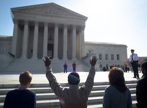 La Cour avait décidé fin juin d'étudier un recours déposé par l'État de l'Oklahoma contre une décision de la justice locale, qui avait rejeté une loi restreignant l'usage de la pilule abortive.