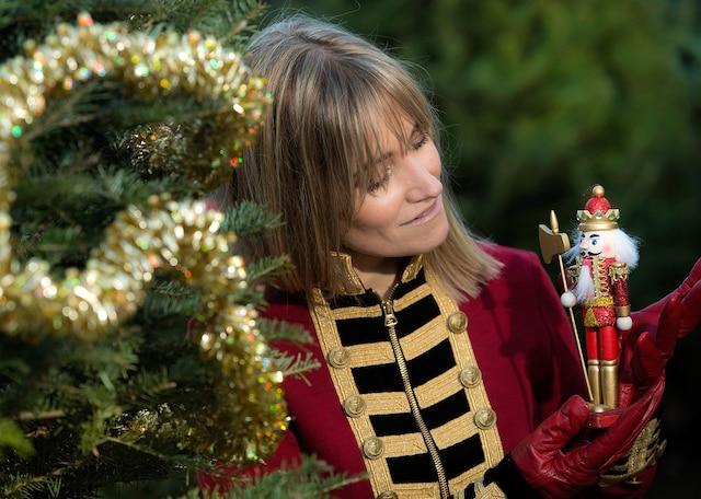 Sept ans après Des pas dans la neige, Maryse Letarte revient avec de nouvelles chansons de Noël originales.