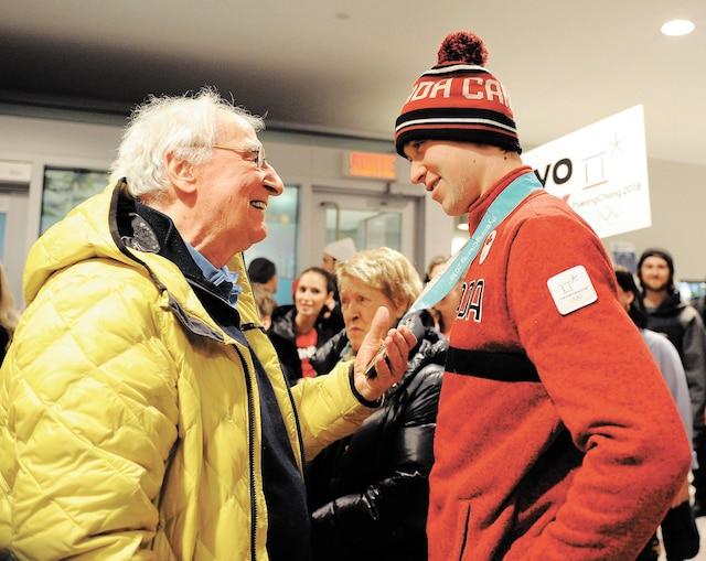 Les athlètes ont été accueillis comme des héros par leur famille et leurs amis à l'aéroport de Québec. Sur la photo:  Alex Beaulieu-Marchand