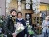 David Massé a voulu encourager sa fleuriste Tamey Lau, dont la boutique a brûlé. Il est reparti avec un gros bouquet de fleurs pour sa copine.