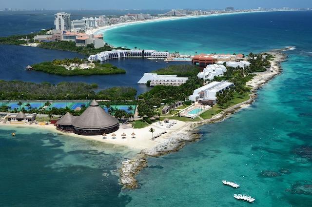 Situé sur la Péninsule du Yucatan, entre la mer des Caraïbes et le golfe du Mexique, voici le magnifique Club Med Cancún Yucatan.