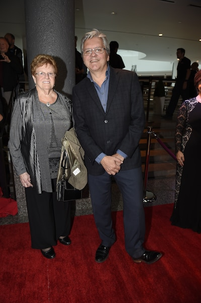 Richard Martineau et sa mère.