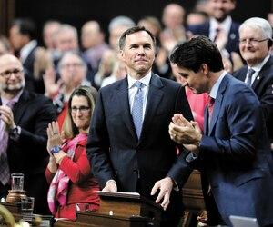 Le premier ministre Justin Trudeau (à droite) et son ministre des Finances Bill Morneau, lors du dépôt du budget à Ottawa, hier.