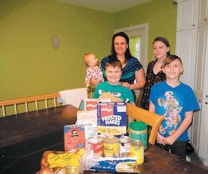 Valérie Martin, mère de Leïa, 6mois, Mikaël, 6ans, Angélia, 12ans et Zachary, 9ans, trouve parfois difficile de nourrir sa famille avec seulement 150$ par semaine.