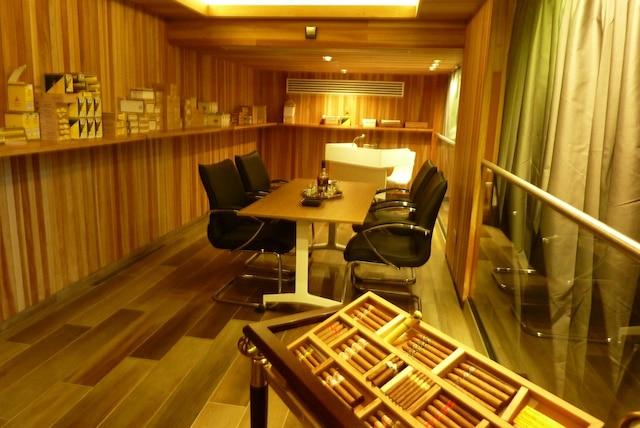 Le salon idéal pour fumer le meilleur cigare et déguster un des meilleurs rhums au monde.