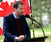 Le député libéral Joël Lightbound n'a pas voulu se prononcer quant à l'option à privilégier concernant un troisième lien.
