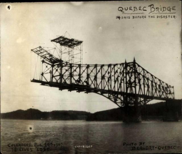 Le premier pont de Québec avant son écroulement en 1907.