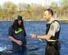 Ce pêcheur était heureux d'avoir renouvelé son permis de pêche le jour où l'Opération Chevalier a commencé.