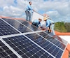 La construction de toits photovoltaïques, comme celui-ci qui a été installé sur une résidence de la Floride, est désormais dans la mire d'Hydro-Québec. Selon le PDG de la société d'État, Éric Martel, cette technologie se développe si rapidement «que ça devient réaliste de l'envisager».