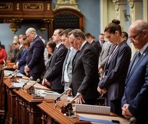 Dans un moment très émotif, le premier ministre François Legault et les députés de l'Assemblée nationale ont observé un moment de silence pour souligner le décès tragique de la fillette de 7ans, à Granby, survenu en début de semaine.