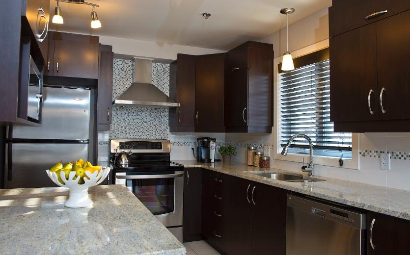 La cuisine, de type laboratoire, est très ergonomique, grâce aux