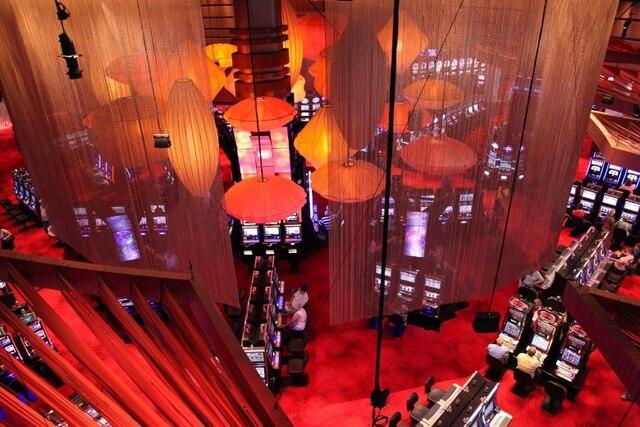 La compagnie québécoise Scéno Plus est le designer principal de tous les espaces dédiés à l'entertainment ainsi que le casino du complexe hôtelier REVEL, inauguré en avril à Atlantic City.