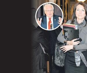 En mai 2011, Nathalie Normandeau a présidé un cocktail de financement à La Baie, dans la circonscription de son collègue Serge Simard (en mortaise). L'événement avait rapporté 48 211 $, du jamais-vu en région.