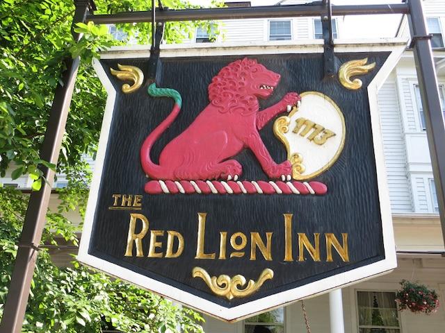 À l'auberge-restaurant The Red Lion Inn à Stockbridge
