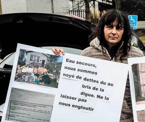 Des Marthéennes ont profité du passage de la ministre de la Sécurité publique pour manifester, lundi.