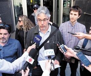 Leprésident du Syndicat des travailleurs de l'information deLaPresse, Charles Côté, a répondu aux questions des médias après l'annonce de ses patrons.