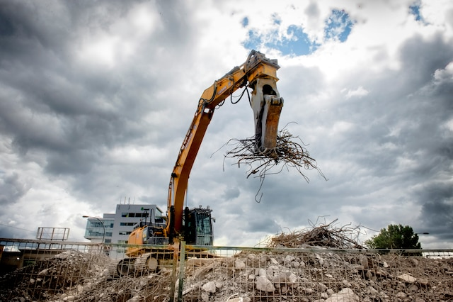 travaux de démolition sur l'autoroute Bonaventure et William CHANTAL POIRIER/LE JOURNAL DE MONTRÉAL