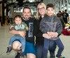Stéphanie Hébert et Michel Lepage en compagnie de leurs enfants Matéo et Simon lors du Défi Gratte-Ciel.