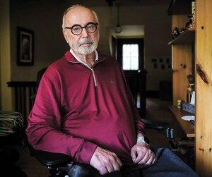 Ghislain Leblond ne compte plus que sur l'usage d'un seul bras. Bien qu'il s'accroche à la vie, il souhaite être libre de demander l'aide médicale à mourir s'il en ressent un jour le besoin. Cela lui aurait été impossible avant la décision de mercredi, car il n'est pas en fin de vie.