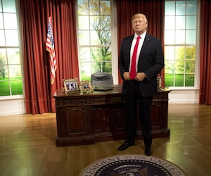 À trois jours de sa prise de fonction à la Maison-Blanche, Donald Trump a déjà remplacé Barack Obama... au célèbre musée de statues de cire de Madame Tussauds à Londres, dans une réplique du Bureau ovale. Sa statue du musée de Washington a d'ailleurs eu des retouches maquillage mercredi.