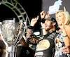 Martin Truex Jr a célébré sa conquête de la Coupe Monster Energy avec sa conjointe Sherry Pollec.